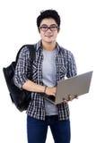 Męski uczeń z laptopem odizolowywającym Fotografia Royalty Free