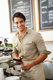 Męski właściciel sklep z kawą Zdjęcia Stock