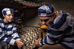 Męski więzień pluje na podłoga w cela więziennej Zdjęcia Royalty Free
