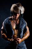 Męski wojownik z kordzikiem w postaci barbarzyńcy Obrazy Royalty Free
