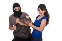 Męski złodziej obrabowywa pięknej młodej dziewczyny Zdjęcia Royalty Free