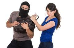 Męski złodziej obrabowywa pięknej młodej dziewczyny Obrazy Stock