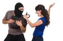 Męski złodziej obrabowywa pięknej młodej dziewczyny Obraz Royalty Free