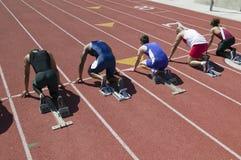 Męskie atlety Przy Zaczyna linią rasa Zdjęcia Stock