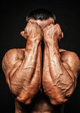 Męskie bodybuilder ręki Zdjęcia Royalty Free
