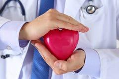 Męskie medycyny lekarki ręki Fotografia Stock