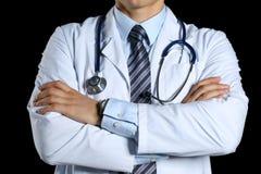 Męskie medycyny therapeutist lekarki ręki krzyżowali na jego klatce piersiowej Zdjęcia Royalty Free