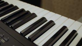 M?skie pianista r?ki naciskaj? klucze zbiory wideo