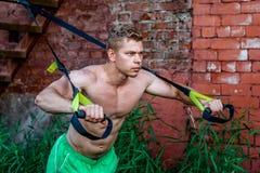 Męskiej atlety znakomity stażowy szkolenie zapętla, świeża natura w lecie, twój siła, motywacja, zakończenie Ćwiczenie Zdjęcie Royalty Free