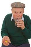 męskiej medycyny starszy zabranie obrazy royalty free
