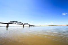 Mętny nawadnia Missouri rzeka obrazy stock