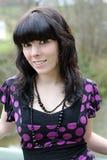 Młoda ładna dziewczyna cieszy się naturę Obraz Royalty Free