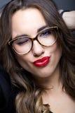 Młoda ładna kobieta Pracowniany moda portret obraz stock