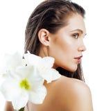 Młoda ładna kobieta z Amarilis kwiatu zakończeniem up Zdjęcie Stock