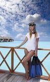 Młoda ładna kobieta z flippers, maską i tubką Maldives zdjęcia stock