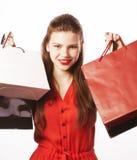 Młoda ładna kobieta z torbami na lato sprzedaży w czerwieni sukni odizolowywał bielu zamknięty up ono uśmiecha się Zdjęcia Stock