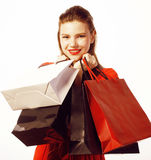 Młoda ładna kobieta z torbami na lato sprzedaży w czerwieni sukni odizolowywał bielu zamknięty up ono uśmiecha się Zdjęcie Royalty Free