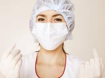 Młoda ładna kobiety lekarka z stetoskopem obrazy royalty free