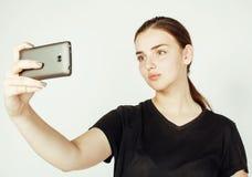 Młoda ładna nastoletnia dziewczyna robi selfie odizolowywającemu up na białym tła zakończeniu Zdjęcie Royalty Free