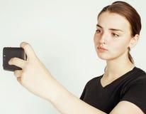 Młoda ładna nastoletnia dziewczyna robi selfie odizolowywającemu up na białym tła zakończeniu Obraz Royalty Free
