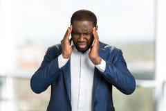 Młoda afro amerykańska biznesmena macania głowa Obraz Royalty Free