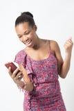 Młoda Afrykańska kobieta excited nad wiadomością tekstową Obraz Royalty Free