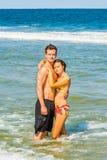 Młoda Amerykańska para podróżuje, relaksujący na plaży w Nowym Je Fotografia Stock