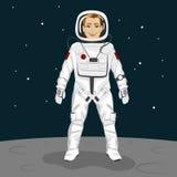 Młoda astronauta pozycja na księżyc powierzchni Zdjęcie Stock