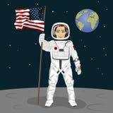 Młoda astronauta pozycja na księżyc trzyma usa zaznacza na backround ziemia Zdjęcie Royalty Free