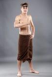 Młoda atrakcyjna caucasian mężczyzna pływaczka z gogle i ręcznikiem jest Fotografia Royalty Free