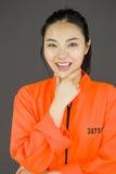Młoda Azjatycka kobieta ono uśmiecha się w więźnia mundurze zdjęcie royalty free