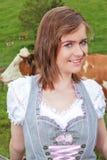 Młoda Bawarska kobieta od ziemi zdjęcia royalty free