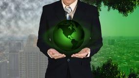 Młoda biznesmena mienia ziemi planeta w ręce Elementy to Zdjęcia Royalty Free