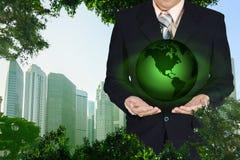 Młoda biznesmena mienia ziemi planeta w ręce Elementy to Obrazy Stock