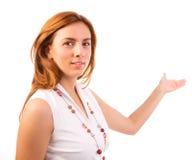 Młoda biznesowa kobieta wskazuje otwarta przestrzeń Zdjęcie Royalty Free