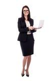 Młoda biznesowa kobieta z laptopem odizolowywającym na bielu Fotografia Stock
