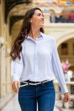 Młoda brunetki kobieta obraz royalty free