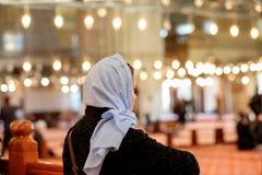 Młoda caucasian dziewczyna chustka na głowę w meczecie Obraz Royalty Free