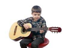 Młoda chłopiec bawić się gitarę Obraz Royalty Free