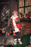 Młoda chłopiec bawić się w Bożenarodzeniowym ogródzie Obraz Royalty Free
