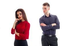 Młoda chłopiec cupped jego ręki i patrzeć pięknej dziewczyny w czerwonej bluzce Zdjęcie Stock