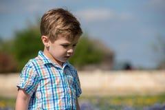 Młoda chłopiec Outside w polu obrazy royalty free