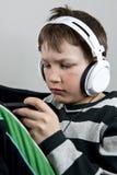 Chłopiec z słuchawkami Zdjęcia Royalty Free