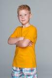 Młoda chłopiec w żółtej koszula obraz royalty free