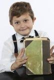 Młoda chłopiec z dużą starą książką Obrazy Stock