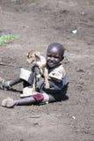 Młoda chłopiec z kózką, Maasi wioska, Ngorongoro Conservationa Jest Obrazy Royalty Free