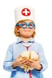 Młoda chłopiec z medyczną nakrętki i cerebrum atrapą zdjęcia stock