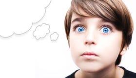 Młoda chłopiec z pustym myśl bąblem obrazy royalty free
