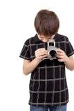 Młoda chłopiec z starego rocznika SLR analogową kamerą zdjęcie stock
