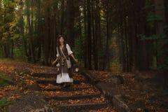 Młoda czarownica w lesie obraz stock